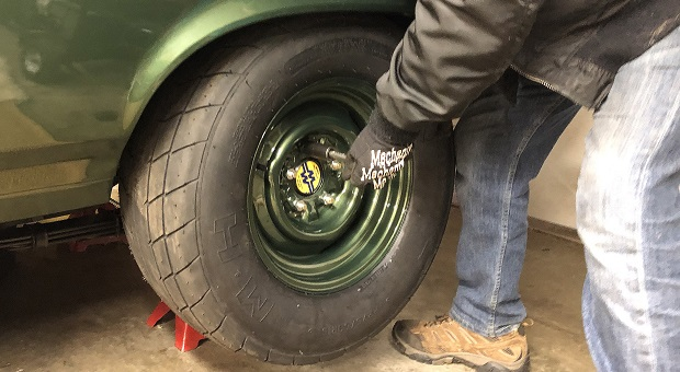 How Do You Rotate Radial Tires