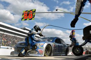 how do nascar pit crews change tires