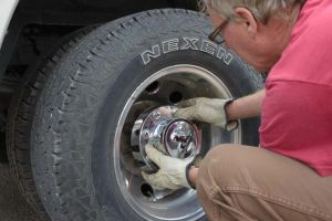 how to change a semi truck tire