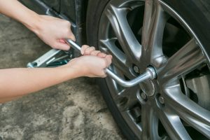 how to change a tire on a travel trailer