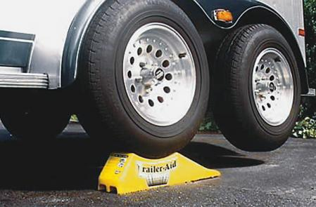 how to change tire on travel trailer