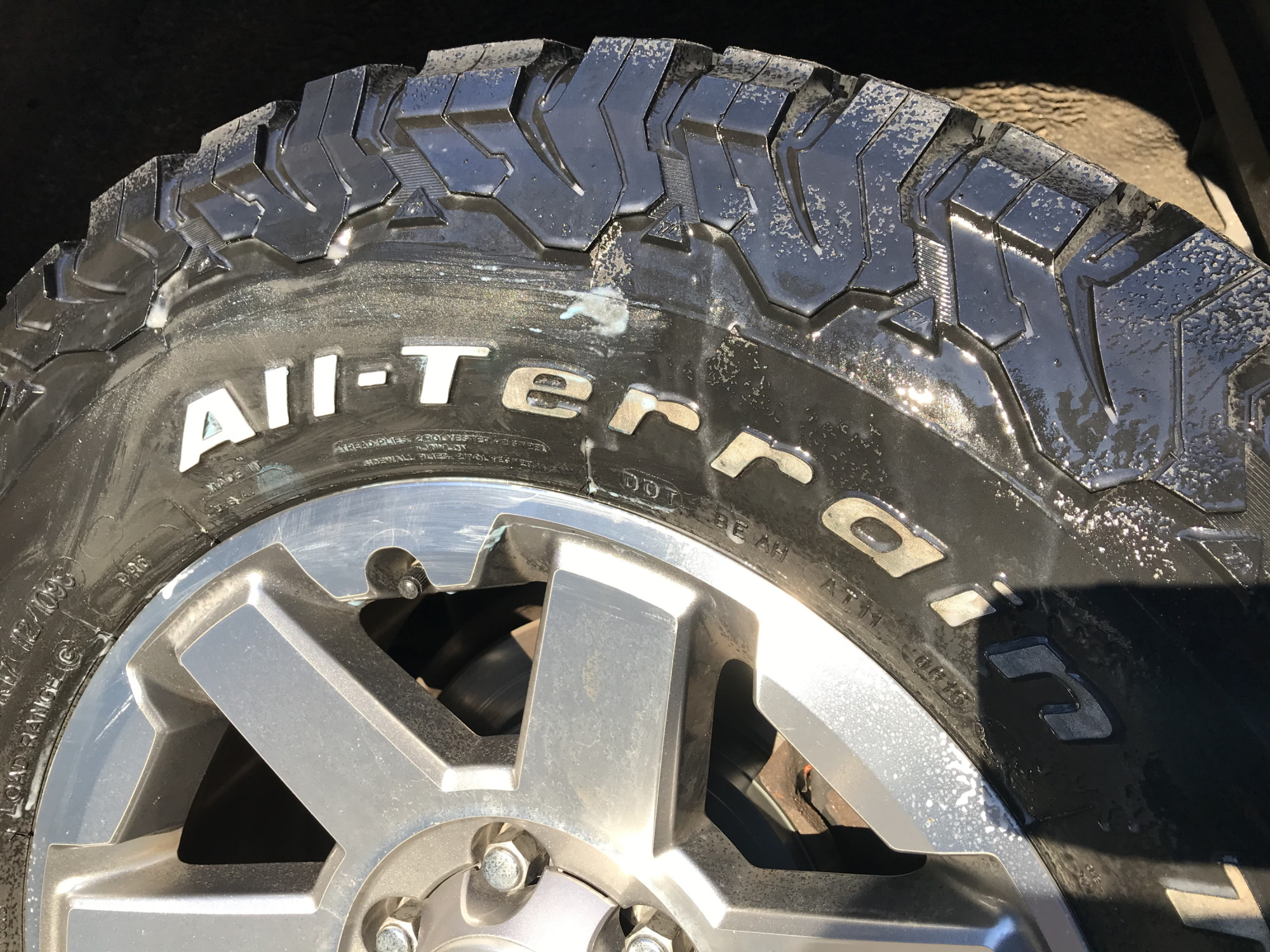 How to Clean White Letter Tires