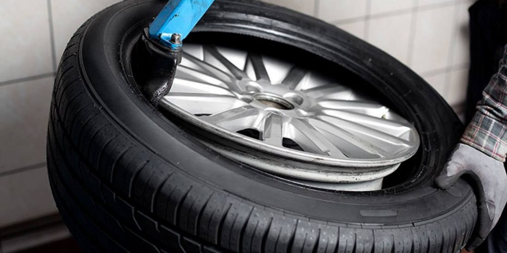 How to Put a Tire on the Rim