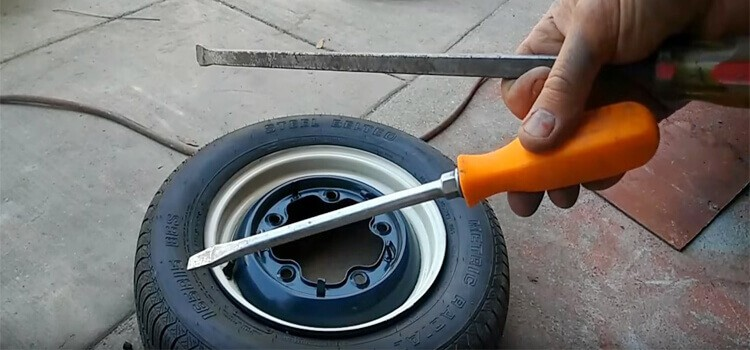 How to Take a Tire Off a Rim Without a Machine