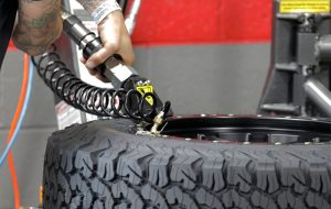 how to use tire changer